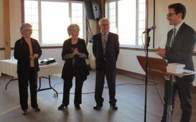 Simon Jolin-Barrette remet la médaille de l'Assemblée nationale à 3 bénévoles du CABVR