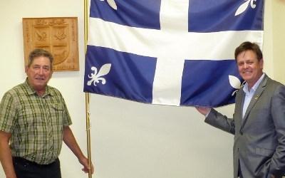 Sylvain Rochon se réjouit du classement officiel du drapeau Carillon de Saint-Jude comme objet patrimonial
