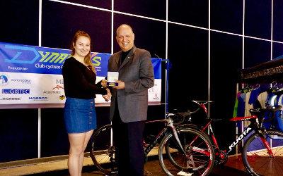 Stéphane Bergeron décerne la Médaille de l'Assemblée nationale à la championne cycliste Laurie Jussaume