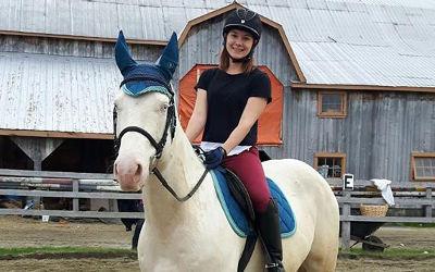 Cégep de Sorel-Tracy: une diplômée de l'AEC en Instruction et entrepreneuriat en équitation thérapeutique ouvre son centre équestre!