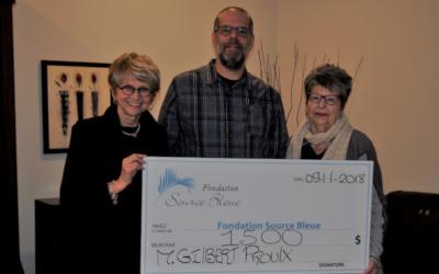 Gilbert Proulx remet un don de 1500$ à la Fondation Source Bleue